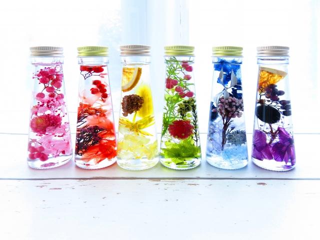 6色のハーバリウムボトル画像